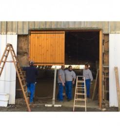 réfection des portes du manége par le service technique de la ville