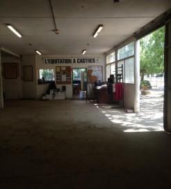 Le hall d'entrée du centre equestre de castres