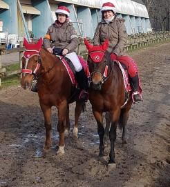 Laura et Maryline en mère Noël